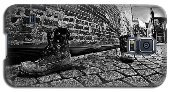 Galaxy S5 Case featuring the photograph Walkabout by Dan Wells