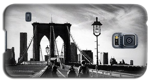 Walking Over The Brooklyn Bridge - New York City Galaxy S5 Case by Vivienne Gucwa