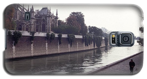 Walking The Dog Along The Seine Galaxy S5 Case