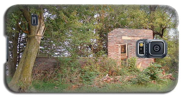 Galaxy S5 Case featuring the photograph Walnut Grove School Ruins by Bonfire Photography