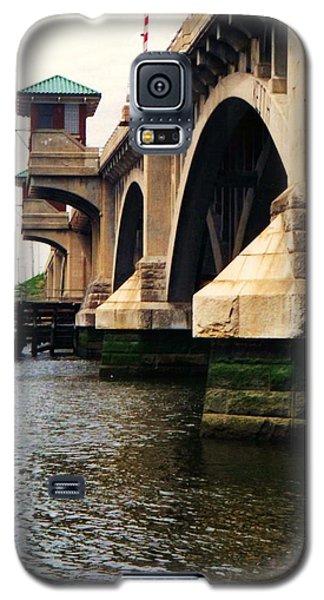 Galaxy S5 Case featuring the photograph Washington Bridge by John Scates