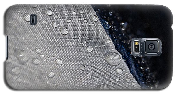 Galaxy S5 Case featuring the photograph Water Droplets by Ester  Rogers