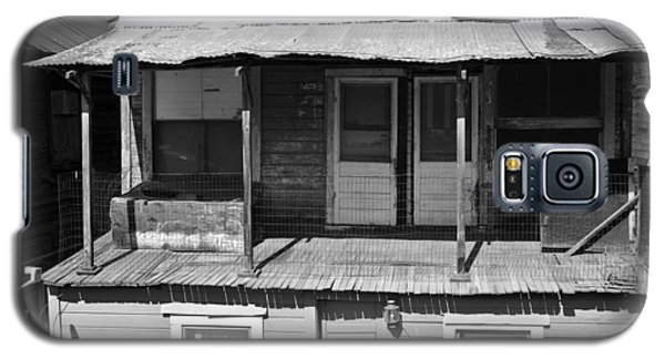 Weathered Home With Satellite Dish Galaxy S5 Case