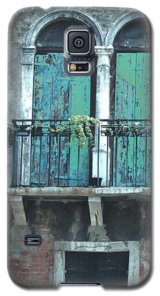 Galaxy S5 Case featuring the photograph Weathered Venice Porch by Tom Wurl