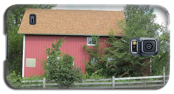 Galaxy S5 Case featuring the photograph Well Kept Barn by Tina M Wenger