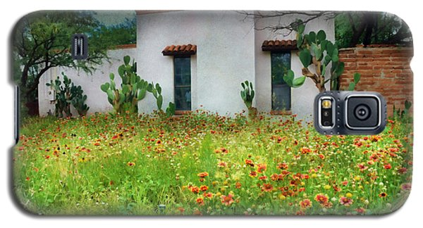 Galaxy S5 Case featuring the photograph When A House Is A Home by Barbara Manis