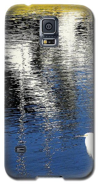 Galaxy S5 Case featuring the digital art White Egret On Dock With Colorful Reflections by Anne Mott