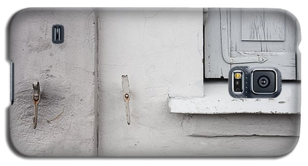 White Wall Gray Shutters Galaxy S5 Case by Agnieszka Kubica