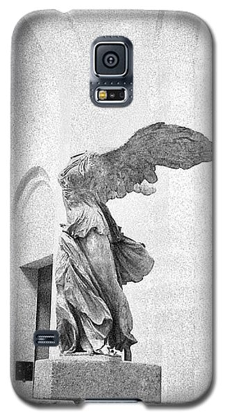 Galaxy S5 Case featuring the photograph Winged Victory Of Samothrace by Louis Nugent