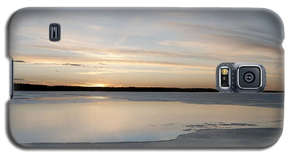 Galaxy S5 Case featuring the photograph Winter Sunset Over Lake by Art Whitton