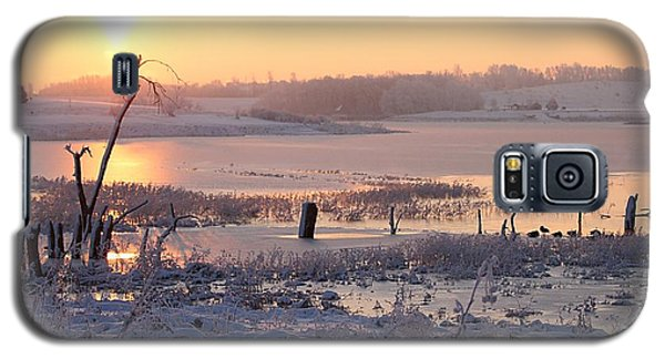 Galaxy S5 Case featuring the photograph Winter's Morning by Elizabeth Winter