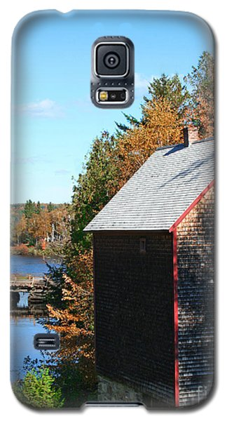 Galaxy S5 Case featuring the photograph Working Gristmill by Barbara McMahon
