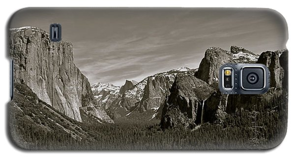 Galaxy S5 Case featuring the photograph Yosemite Valley by Eric Tressler