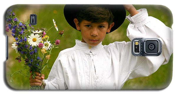 Young Boy With Wildflowers Bouquet Galaxy S5 Case