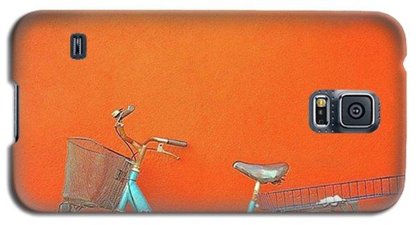 Blue Bike In Burano Italy Galaxy S5 Case by Anne Hilde Lystad