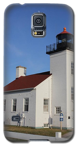 Galaxy S5 Case featuring the photograph  Sand Point Lighthouse Escanaba by Charles Morrison