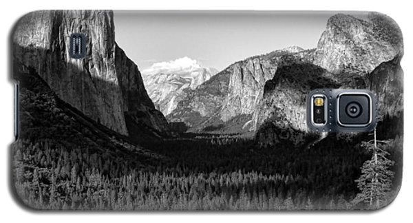 Galaxy S5 Case featuring the photograph  Valley Of Inspiration by Jason Abando