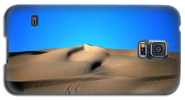 Yuma Dunes Number One Bright Blue And Tan Galaxy S5 Case by Heather Kirk