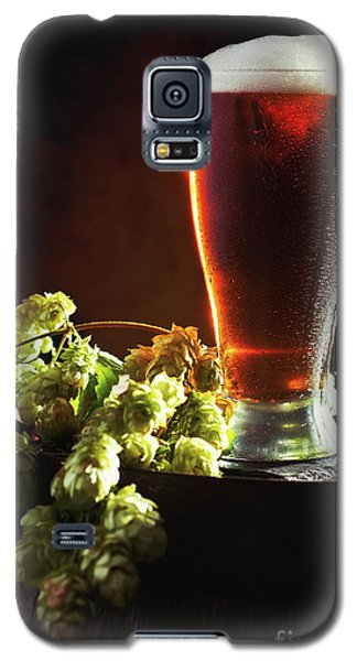 Beer And Hops On Barrel Galaxy S5 Case by Amanda Elwell