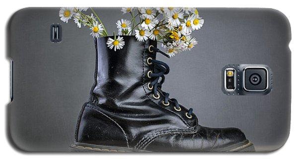 Daisy Galaxy S5 Case - Boots With Daisy Flowers by Nailia Schwarz