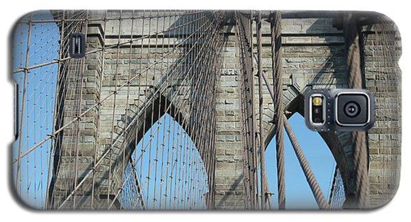Galaxy S5 Case featuring the photograph Brooklyn Bridge by Wilko Van de Kamp