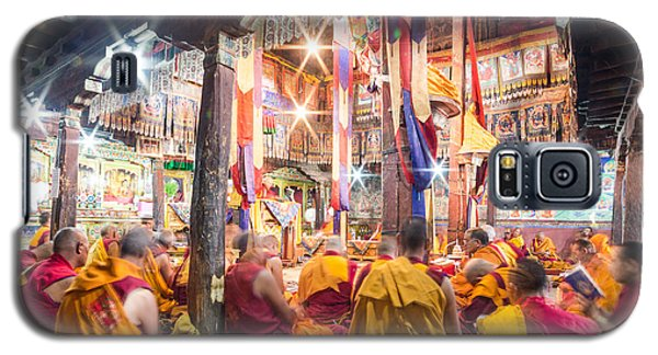 Buddhist Monks Praying In Thiksay Monastery Galaxy S5 Case