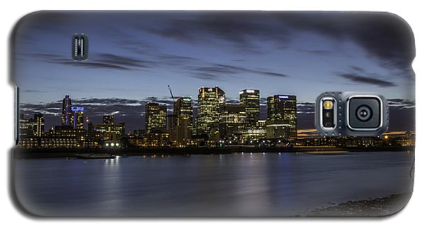Galaxy S5 Case featuring the photograph Canary Wharf by Ryan Photography