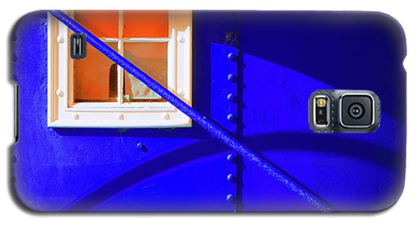 Galaxy S5 Case featuring the photograph Chromatic by Wayne Sherriff