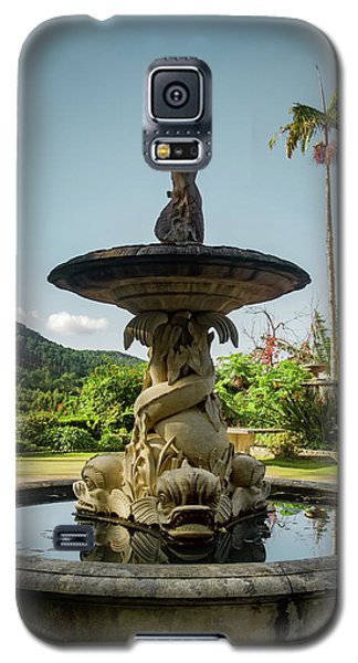 Galaxy S5 Case featuring the photograph Classic Fountain by Carlos Caetano