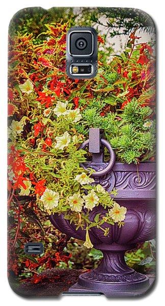 Decorative Flower Vase In Garden Galaxy S5 Case