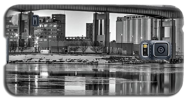 Galaxy S5 Case featuring the photograph General Mills From The River by Don Nieman