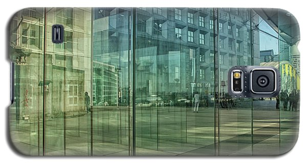 Galaxy S5 Case featuring the photograph Glass Panels At Le Grande Arche by Patricia Hofmeester