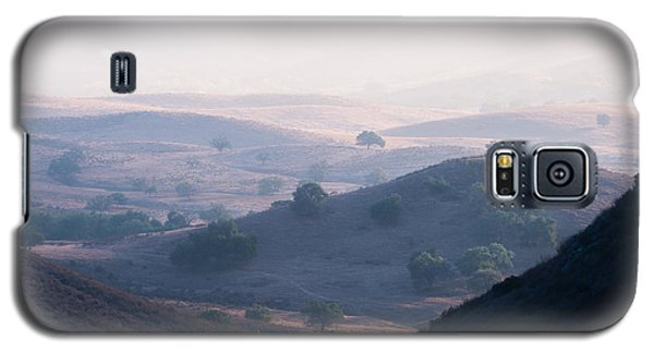 Galaxy S5 Case featuring the photograph Hazy Pamo Valley by Alexander Kunz