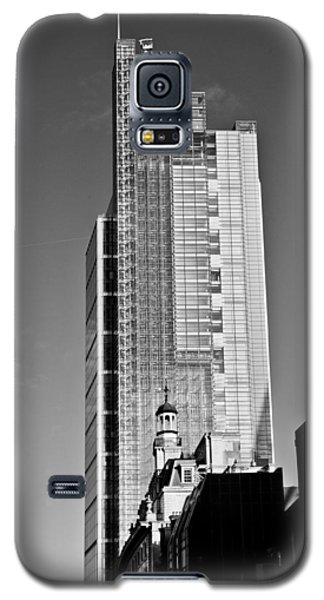Heron Tower London Black And White Galaxy S5 Case by Gary Eason