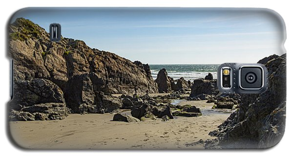 Galaxy S5 Case featuring the photograph Kennack Sands by Brian Roscorla