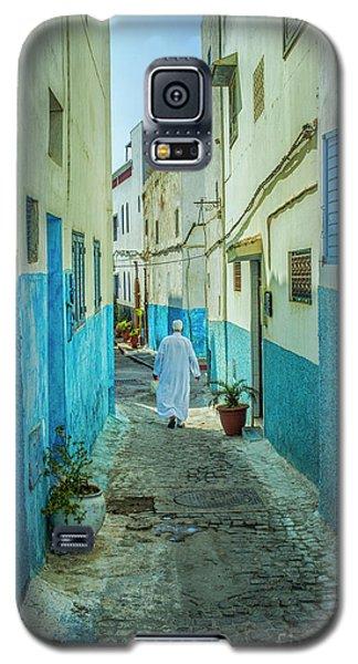 Man In White Djellaba Walking In Medina Of Rabat Galaxy S5 Case