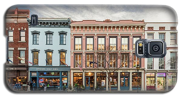 Galaxy S5 Case featuring the photograph Meeting Street - Charleston, South Carolina by Carl Amoth
