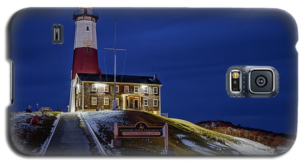Galaxy S5 Case featuring the photograph Montauk Point Lighthouse by Susan Candelario