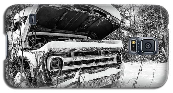 Transportation Galaxy S5 Case - Old Abandoned Pickup Truck In The Snow by Edward Fielding