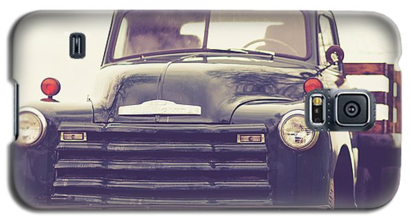 Transportation Galaxy S5 Case - Old Chevy Farm Truck In Vermont Square by Edward Fielding