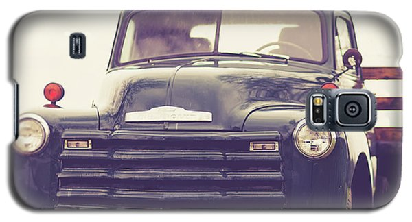 Galaxy S5 Case - Old Chevy Farm Truck In Vermont Square by Edward Fielding