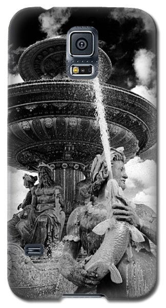 Galaxy S5 Case featuring the photograph Place De La Concorde Fountain by Heidi Hermes