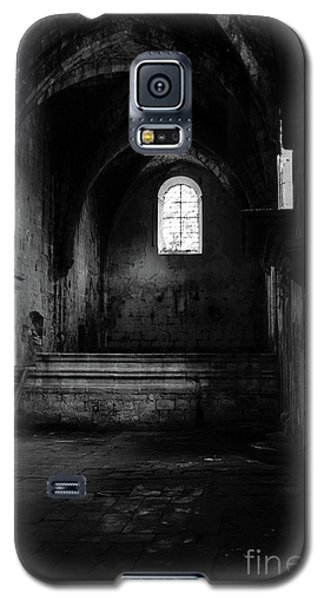 Galaxy S5 Case featuring the photograph Rioseco Abandoned Abbey Nave Bw by RicardMN Photography