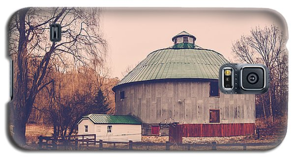 Galaxy S5 Case featuring the photograph Round Barn by Dan Traun