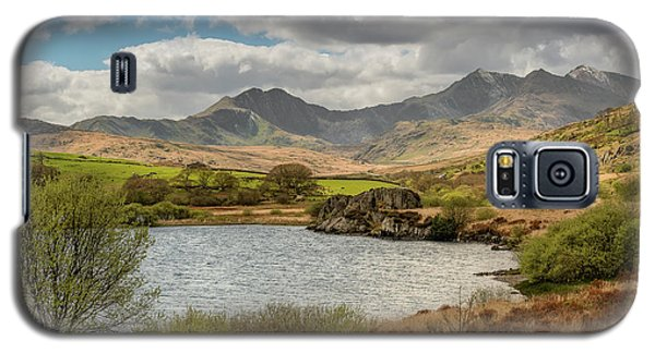 Galaxy S5 Case featuring the photograph Snowdon Horseshoe by Adrian Evans
