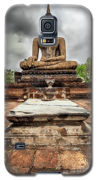 Galaxy S5 Case featuring the photograph Sukhothai Historical Park by Adrian Evans