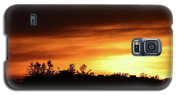 Sunset Behind The Clouds  Galaxy S5 Case by Lyle Crump