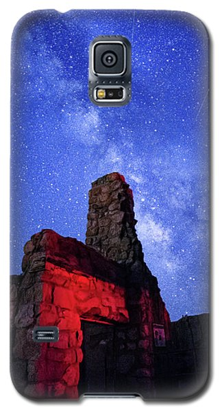 The Milky Way Over The Crest House Galaxy S5 Case