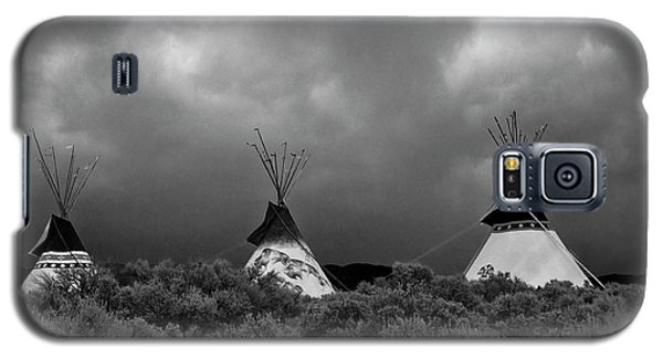 Galaxy S5 Case featuring the photograph Three Teepee's by Carolyn Dalessandro