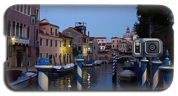 Galaxy S5 Case featuring the photograph Venice At Night by Pat Purdy
